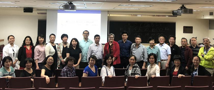 Chinese librarians visit campus
